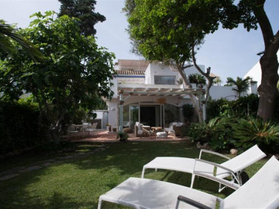 San Pedro de Alcantara, Lovely villa for sale in Guadalmina Baja within walking distance to the beach