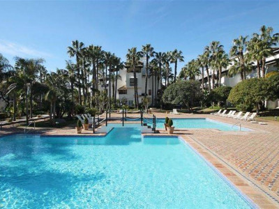 Marbella Golden Mile, Beautiful apartment for sale in Puente Romano in the Marbella Golden Mile