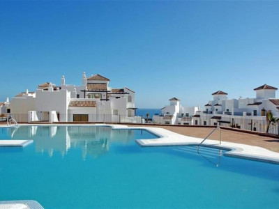 Alcaidesa, Townhouse for sale on frontline golf with panoramic sea and costal views in Alcaidesa