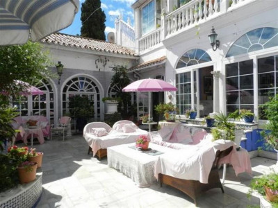Marbella - Puerto Banus, Villa for sale in Puerto Banus within walking distance to the beach