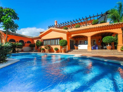 Marbella East, Traditional Spanish style villa in Marbella east 5 minutes from downtown Marbella