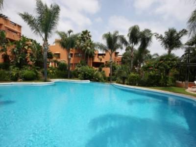 Nueva Andalucia, Large 1 bedroom corner groundfloor apartment