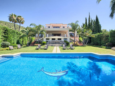 Marbella Golden Mile, Stunning villa for sale in the Marbella Golden Mile with sea and mountain views