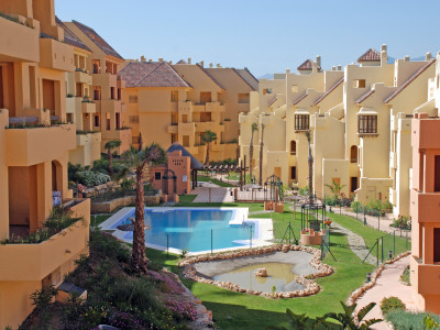 Manilva, NEW 2 BEDROOM APARTMENT IN DUQUESA VILLAGE