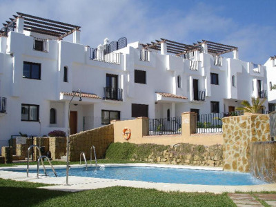 Alcaidesa, New golf townhouse for sale in Alcaidesa a 5 minute walk from the beach