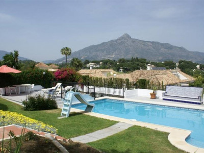 Nueva Andalucia, Spacious villa for sale in Aloha in the Nueva Andalucia golf valley