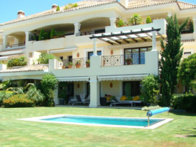 Nueva Andalucia, Exceptional south-west facing 3 bed, 3 bath garden apartment with private pool