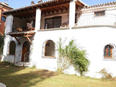 Nueva Andalucia, Charming Spanish style villa for sale in Nueva Andalucia just behind Puerto Banus