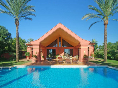 Benahavis, Stunning villa for sale in La Quinta in Benahavis with panoramic golf & sea views