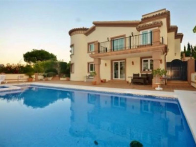 Benalmadena, Completely renovated villa for sale in Benalmadena set on a stunning plot