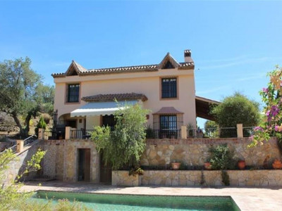 Monda, Beautiful villa on a private plot in Monda just 15 minutes from Marbella
