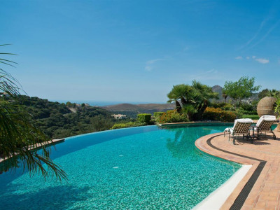 Benahavis, Stunning villa for sale in La Zagaleta in Benahavis on a plot with panoramic sea views