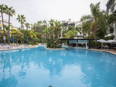 Marbella East, Beautifully apartment in the enclosed beach front complex in Elviria