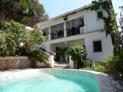Marbella, Delightful villa for sale just 2km's from Marbella town centre