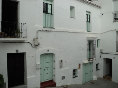Casares, Charming traditional Spanish style townhouse for sale in Casares