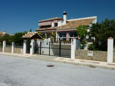 Mijas Costa, 4 bedroom villa for sale in Calahonda