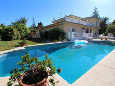 Marbella East, Classic style villa for sale in Marbella east a short walk from the beach