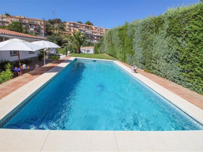 Fuengirola, Lovely modern villa for sale in Torreblanca in Fuengirola with panoramic views
