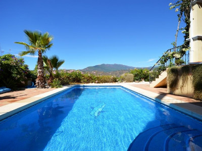Marbella Golden Mile, Excellent villa for sale in the Marbella Golden Mile with stunning views
