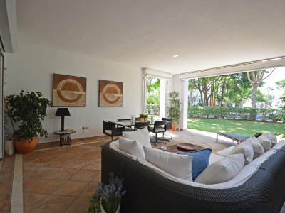 Marbella Golden Mile, Luxurious apartment for sale In Terrazas De Puente Romano, Marbella
