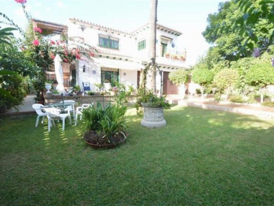 Benalmadena, Villa for sale in a residential area in Benalmadena 5 minutes from the beach
