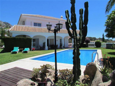 Mijas, Beautiful modern villa for sale in Mijas a short walk from the centre of the Pueblo