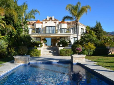 Marbella Golden Mile, Beautiful villa for sale in the Marbella Golden Mile with panoramic sea views