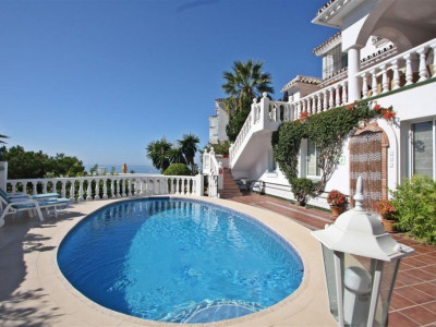 Mijas Costa, 5 bedroom villa on a privileged, semi elevated position in Mijas Costa