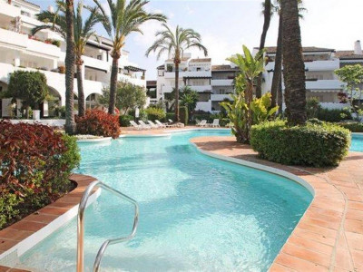 Marbella Golden Mile, Exclusive apartment for sale in Puente Roman on the Marbella Golden Mile