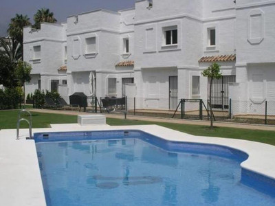 Nueva Andalucia, Spacious townhouse for sale in Nueva Andalucia just behind Puerto Banus