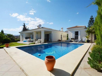 Mijas Costa, Beautiful villa for sale in Mijas Costa near a well known golf course