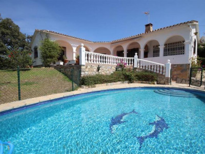 Marbella East, Investment opportunity charming villa for sale in Elviria in Marbella east