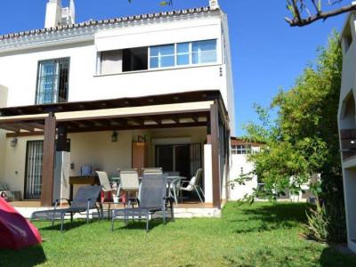 Nueva Andalucia, Casa adosada en Nueva Andalucía, en zona tranquila y cerca de golf