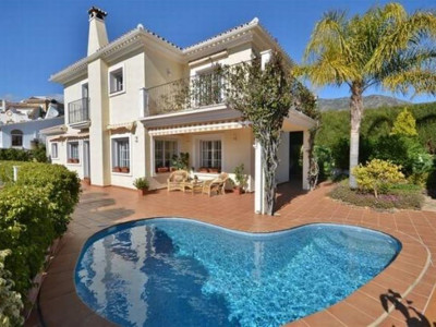 Fuengirola, Bright and spacious villa for sale in Torreblanca in Fuengirola