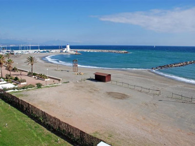 Manilva, New beachfront second floor apartment located close to La Duquesa Marina