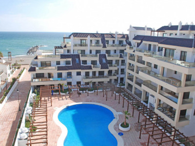 Manilva, New beachfront ground floor apartment located close to La Duquesa Marina for sale