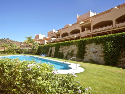 Marbella East, Quality apartment in the Elviria area of Marbella east with golf views for sale