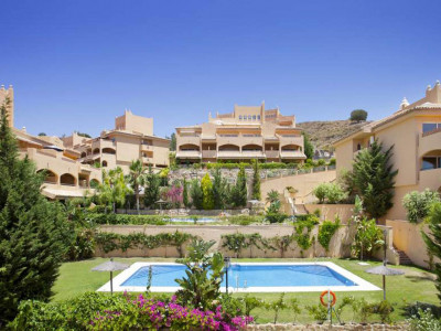 Marbella East, Quality ground floor apartment in the Elviria area of Marbella east with golf views for sale