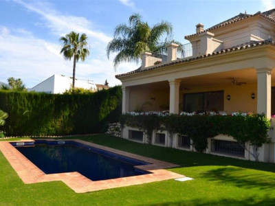 Nueva Andalucia, Immaculate villa for sale in Nueva Andalucia with stunning panoramic views
