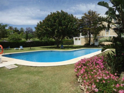 Nueva Andalucia, Large townhouse in Nueva Andalucia with views of the golf course and La Concha mountain