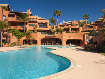 Marbella East, Luxury beachfront duplex penthouse in east Marbella with direct access to the beach