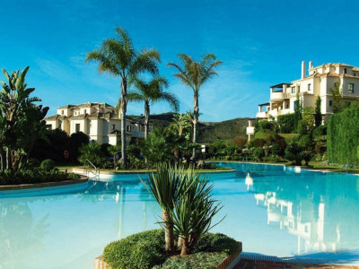 Benahavis, Luxury golf apartments in Benahavis with stunning views of the golf course