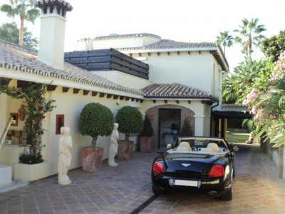 Nueva Andalucia, Luxury villa in Nueva Andalucia with views over the golf course and valley