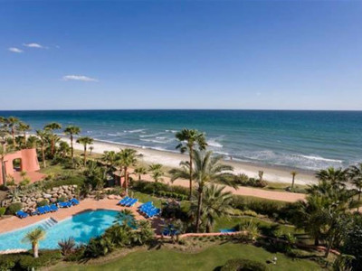 Estepona, Beachfront apartment in the New Golden Mile in Estepona with stunning sea views