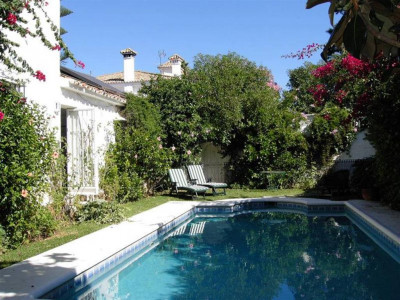 Marbella, Charming villa within walking distance Marbella town with sea and mountain views