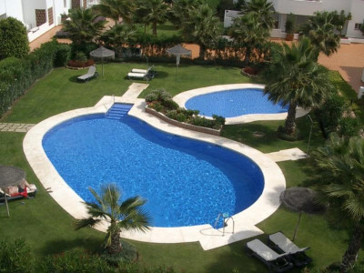 Estepona, Bargain apartment in the New Golden Mile in Estepona next to a Golf Course