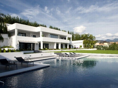 Nueva Andalucia, Contemporary villa located in Nueva Andalucía with views over the Golf Valley Marbella Spain for sale
