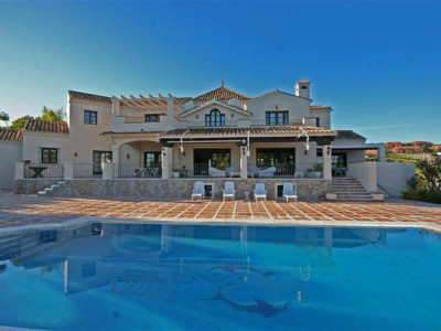 Estepona, Stunning golf villa in Cancelada in Estepona with panoramic views of the golf course and sea