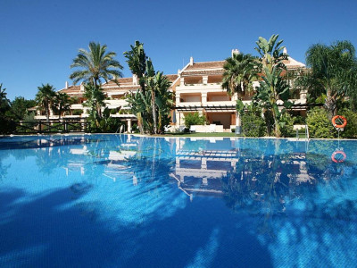 Nueva Andalucia, Quality duplex penthouse in Nueva Andalucia with stunning panoramic sea views