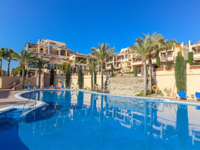 Benahavis, Frontline golf penthouse for sale in Benahavis with panoramic golf and sea views